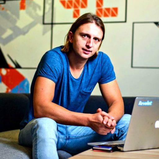 Egy presszókávé áráért kínál napi utasbiztosítást a fintech startup, a Revolut