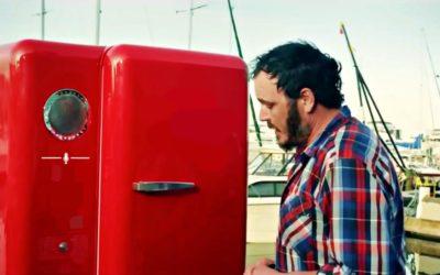 Hogyan lesz mindig sör a hűtőben? – A pillanat, amikor a hűtőnk belenyúlhat a pénztárcánkba