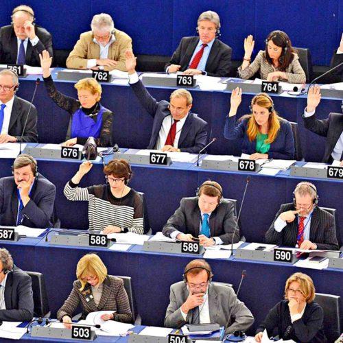 Az Európai Parlament kiiktatná a közvetítőket a blockchain segítségével