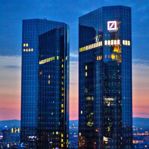 Amazon, Google, Microsoft viheti felhőbe a Deutsche Bankot