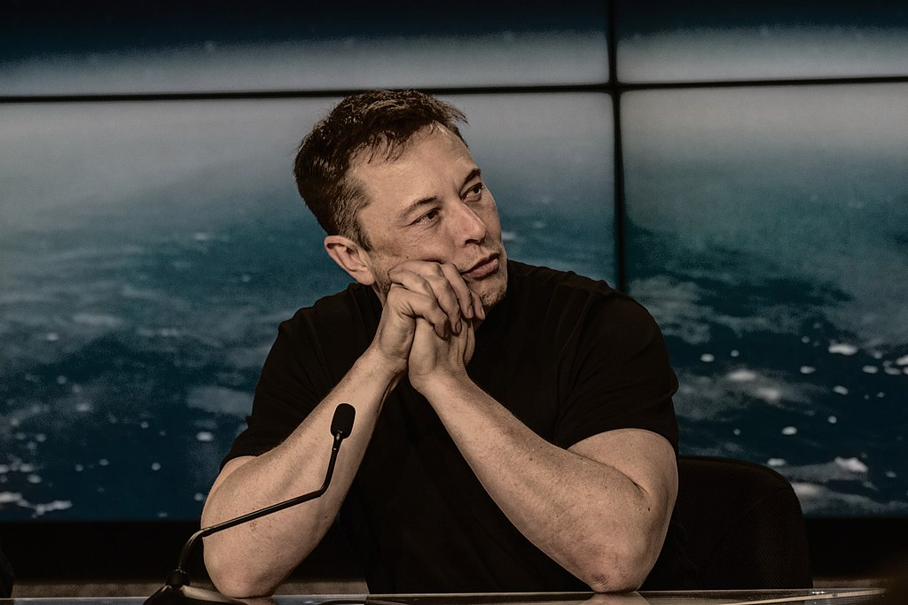 1024px-Elon_Musk_at_a_Press_Conference